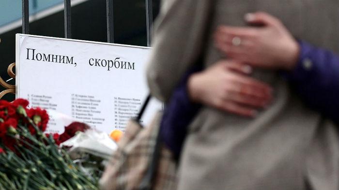 Цветы у здания аэропорта Ростов-на-Дону